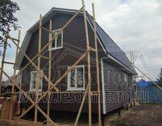 Каркасный дом с отделкой сайдингом, размер 6х9 м, с ломаной кровлей